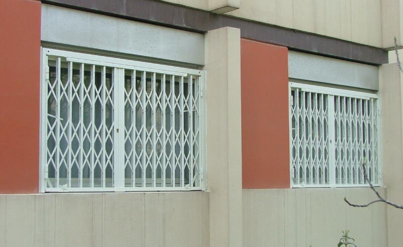best la grille articule extensible grce son faible suadapte sans trop de difficults sur une. Black Bedroom Furniture Sets. Home Design Ideas